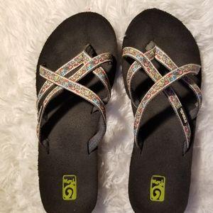 Teva Mush Ladies Strappy Wedge thong sandal-sz. 9